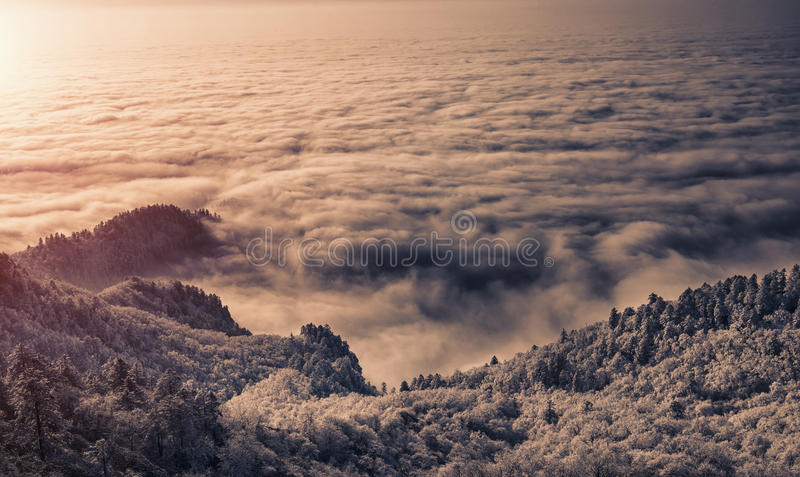 Montaña de desatención de la nieve de Xiling fotografía de archivo libre de regalías
