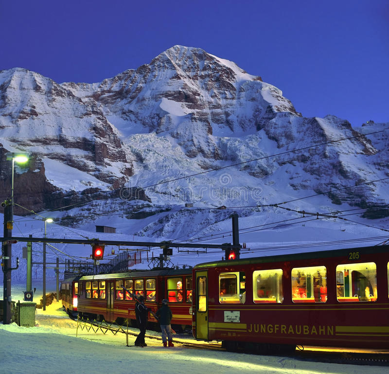 Montaña de Jungfraubahn y de Jungfrau fotos de archivo libres de regalías