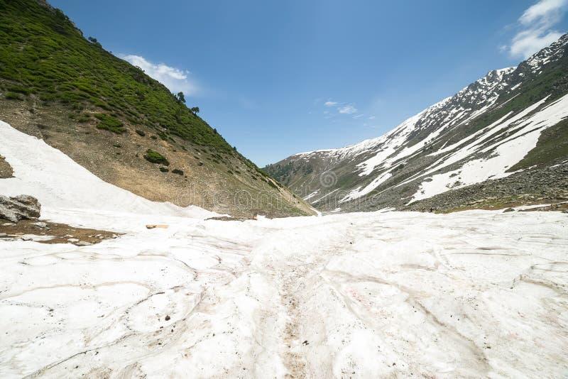 Download Montaña de la nieve foto de archivo. Imagen de arreglo - 42441742