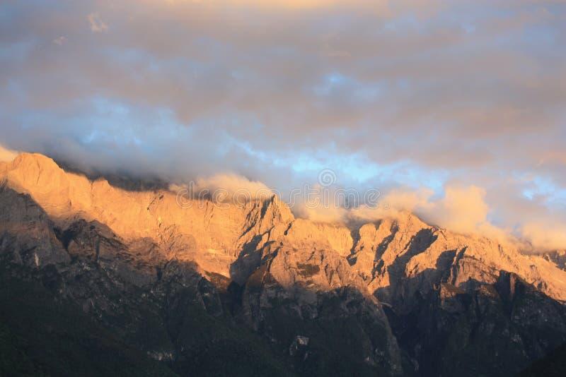 Montaña de la nieve de Haba imagenes de archivo