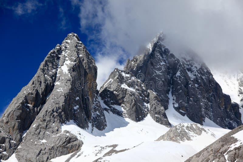 Montaña de la nieve del dragón del jade foto de archivo