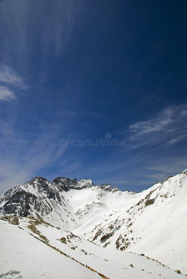 Montaña de la nieve en el glaciar de Dagu imagen de archivo