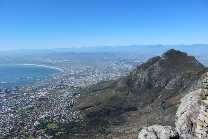 Montaña de la tabla de la demostración de la foto de Cape Town y Océano Atlántico y playas hermosos fotografía de archivo libre de regalías