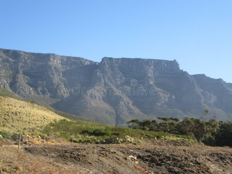 Montaña de la tabla tomada de rastro en reserva de naturaleza foto de archivo