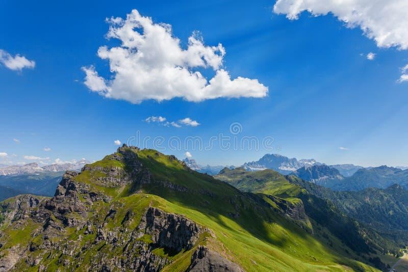 Montaña de las dolomías en verano foto de archivo libre de regalías