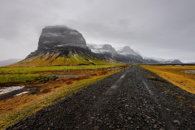Montaña de Lomagnupur, paisaje islandés asombroso imagen de archivo libre de regalías