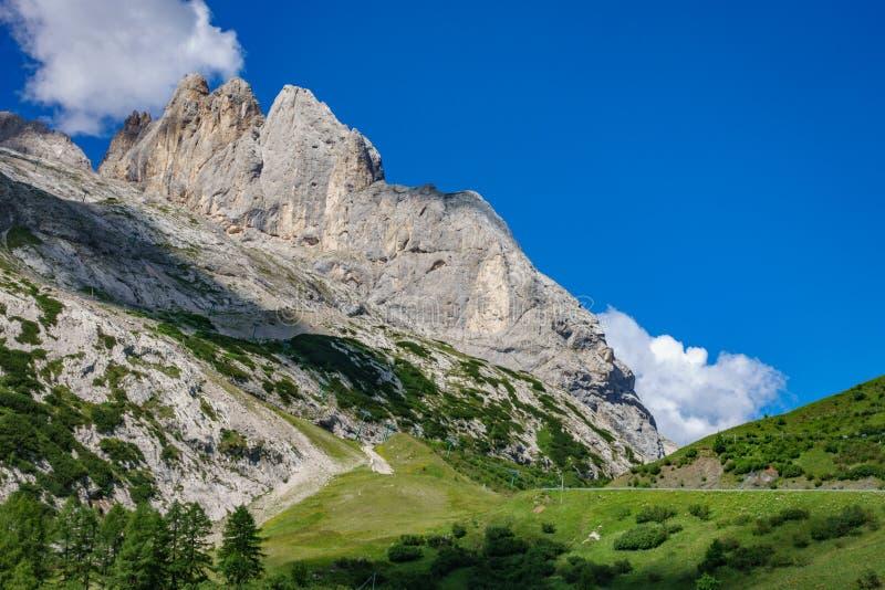 Montaña de Marmolada en Italia foto de archivo libre de regalías