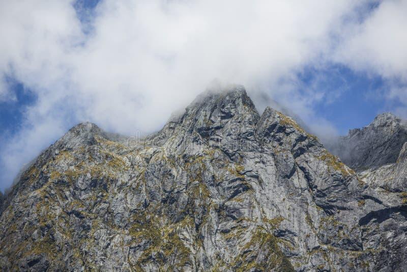 Montaña de Milford Sound imagen de archivo libre de regalías