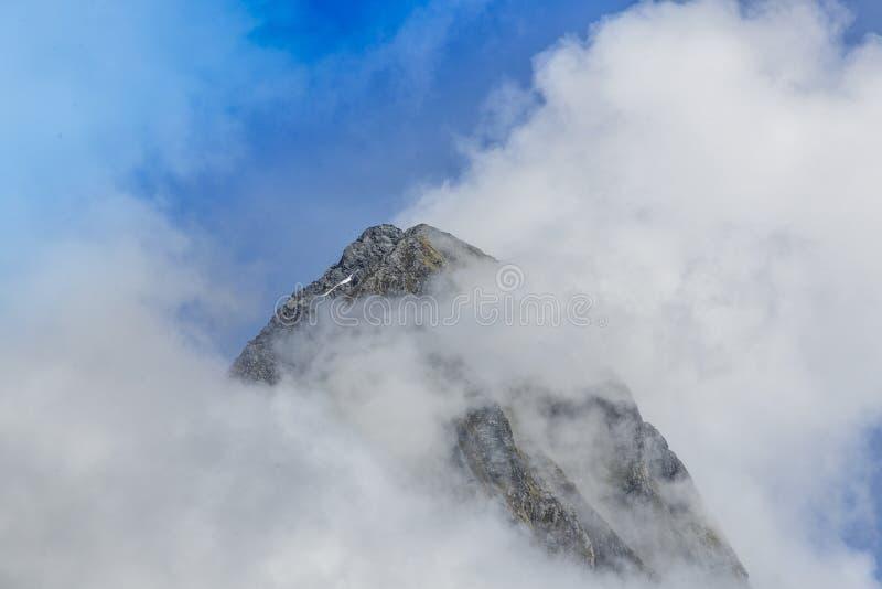 Montaña de Milford Sound imágenes de archivo libres de regalías