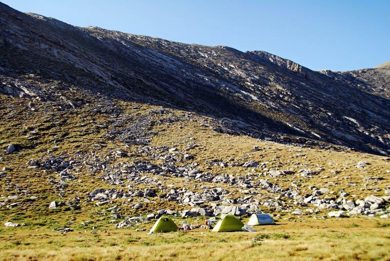Montaña de Olympus, tiendas para los escaladores aventureros foto de archivo