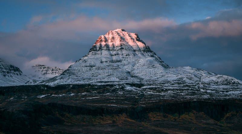 Montaña de Qeqertarsuaq foto de archivo libre de regalías