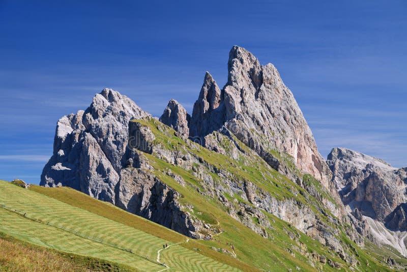 Montaña de Seceda en las dolomías fotos de archivo