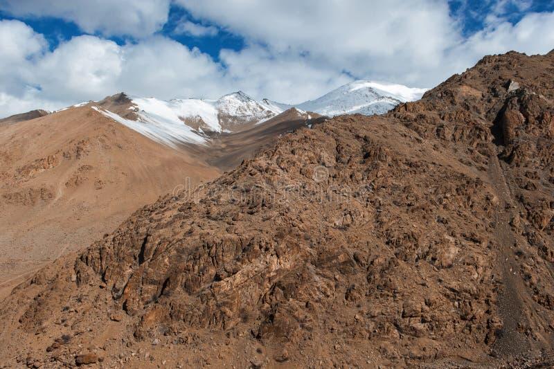 Montaña de Viewof Himalaya en el ladak, leh la India fotografía de archivo libre de regalías