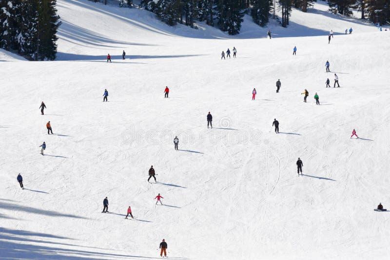 Montaña del esquí imagen de archivo