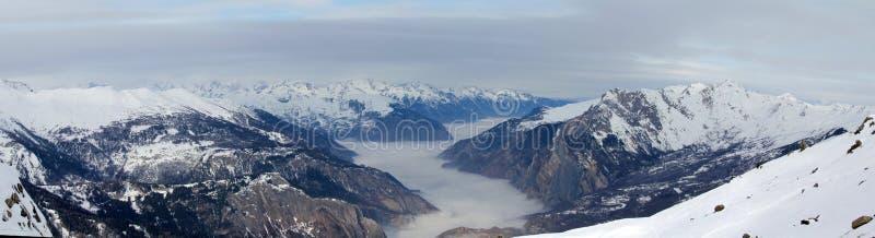Montaña del invierno fotografía de archivo
