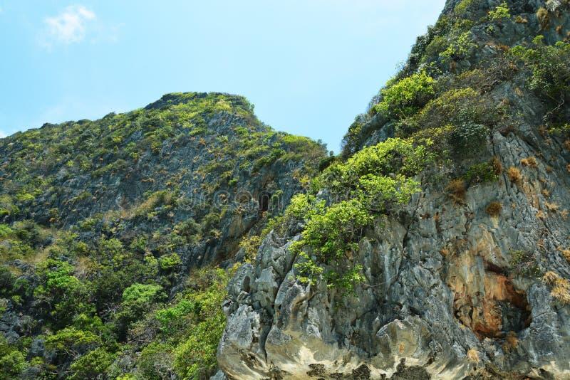 Montaña en la isla de Phi Phi Thailand imagen de archivo