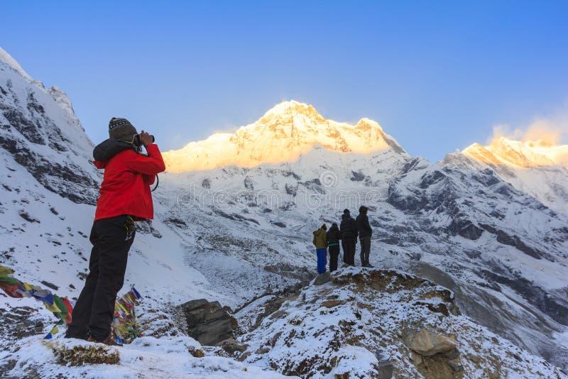 Montaña en salida del sol, Nepal de Himalaya Annapurna imagen de archivo
