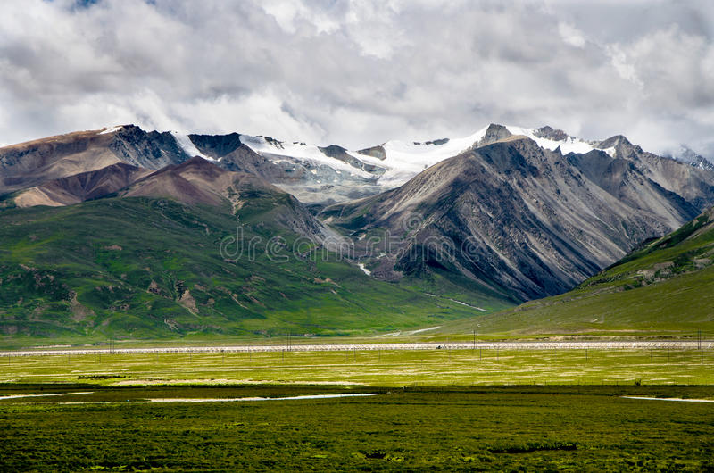 Montaña en Tíbet, China fotos de archivo