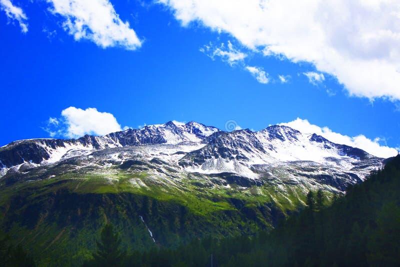 Montaña en Valtellina imagenes de archivo