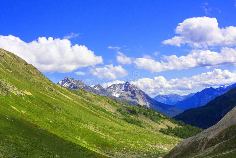Montaña en Valtellina foto de archivo