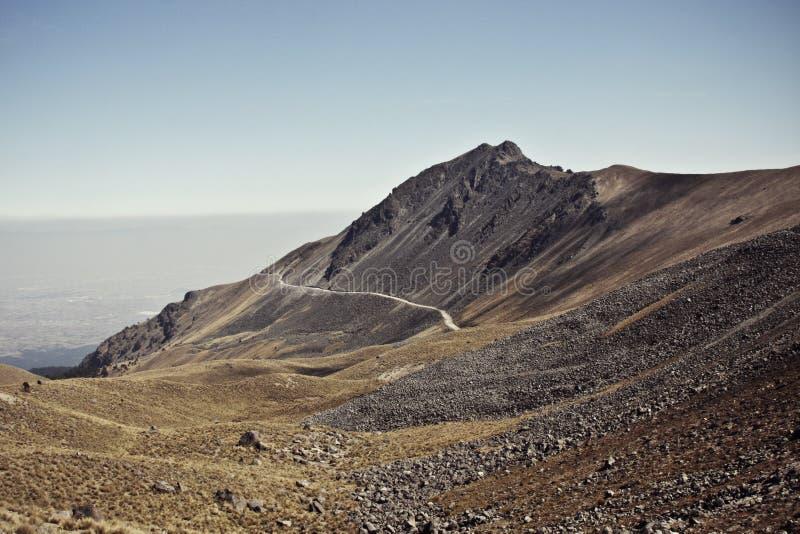 Montaña för Carretera en-la arkivbilder