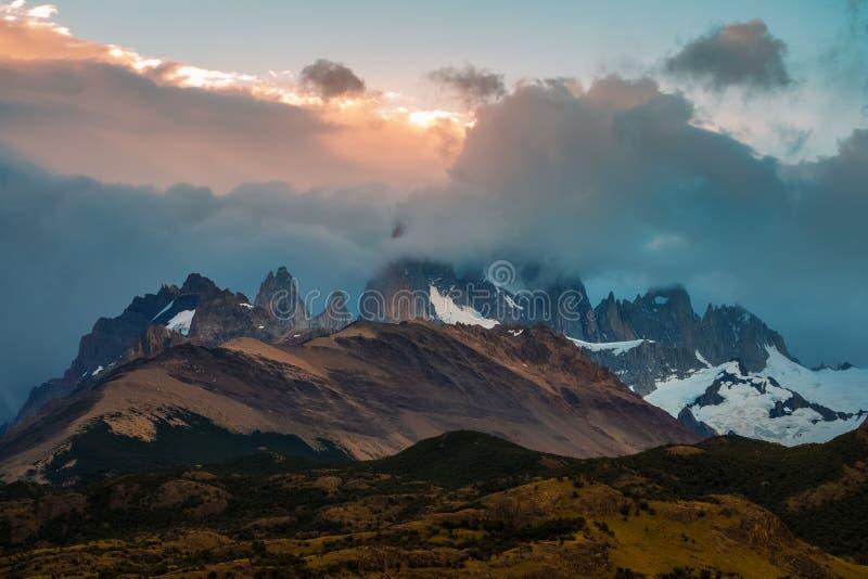 Montaña Fitz Roy ocultado en nubes fotografía de archivo libre de regalías