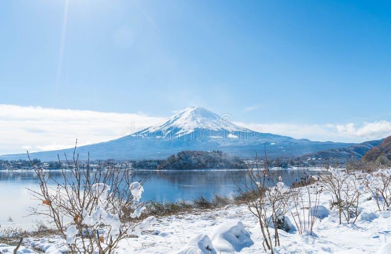 Montaña Fuji San en el lago Kawaguchiko foto de archivo