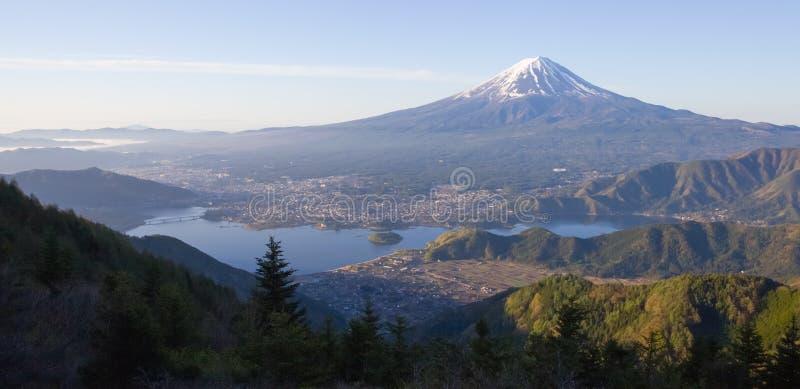 Montaña Fuji y kawaguchiko del lago imagenes de archivo