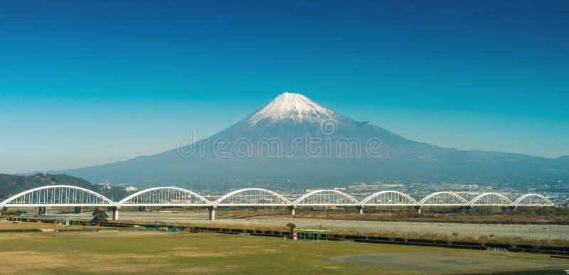 Montaña Fuji y río de Fuji foto de archivo libre de regalías