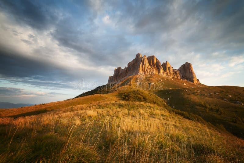 Montaña grande de Thach contra el cielo imagen de archivo libre de regalías