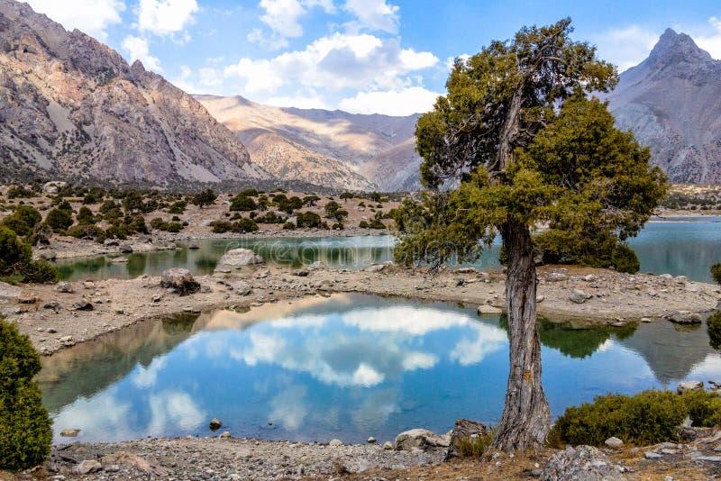 Montaña hermosa, montaña de Fann, lagos de Tayikistán Kulikalon fotografía de archivo