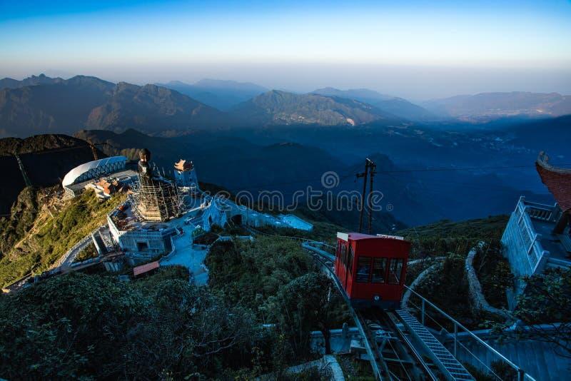 Montaña más alta máxima de Fansiipan de la provincia de Lao Cai de Vietnam a foto de archivo