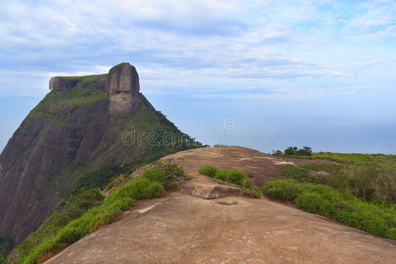 Montaña máxima Pedra DA Gavea de Pedra Bonita, Rio de Janeiro fotos de archivo