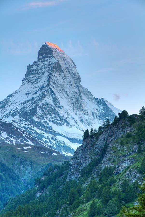 Montaña Matterhorn en la puesta del sol imagen de archivo libre de regalías