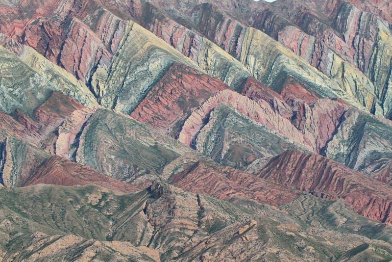 Montaña multicolora conocida como Serrania del Hornoca imagen de archivo