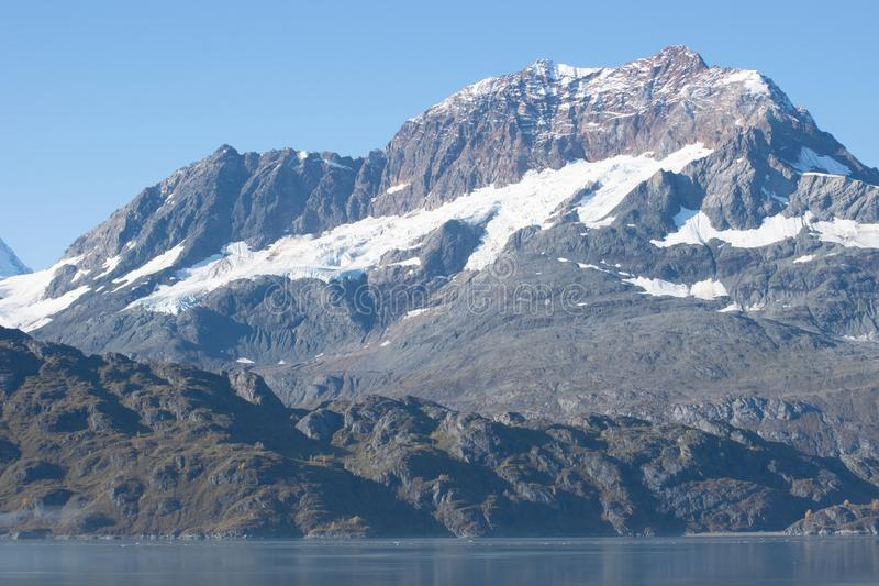 Montaña nevada en el Glacier Bay, Alaska fotografía de archivo libre de regalías