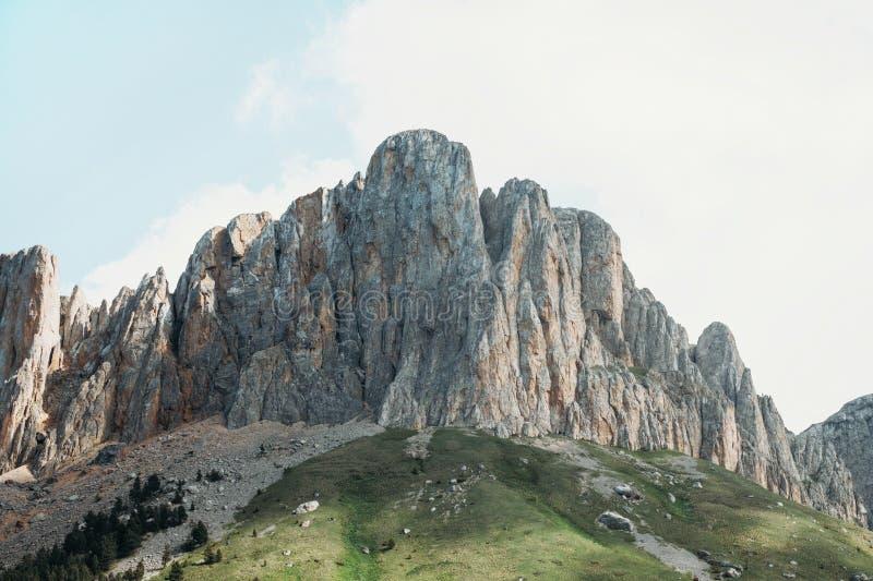Montaña rocosa Thach grande, Rusia fotos de archivo libres de regalías