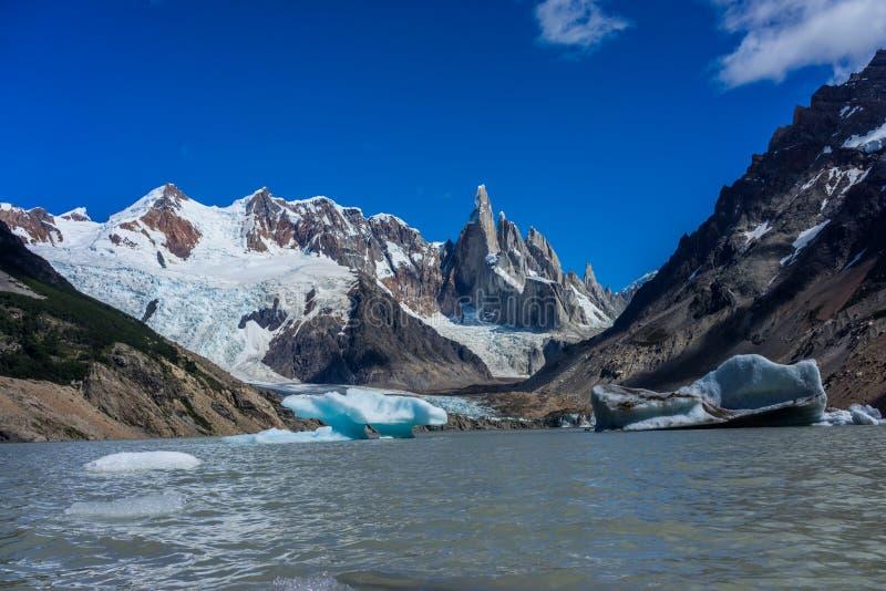 Montaña rugosa de Cerro Torre Región de la Patagonia de la Argentina foto de archivo libre de regalías