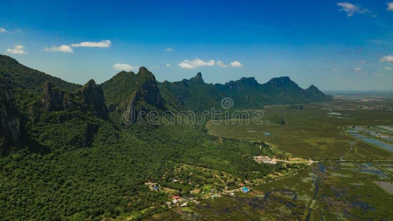 Montaña Sam Roi Yot, Tailandia imágenes de archivo libres de regalías