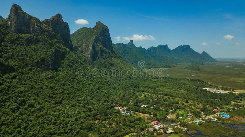 Montaña Sam Roi Yot, Tailandia fotografía de archivo libre de regalías