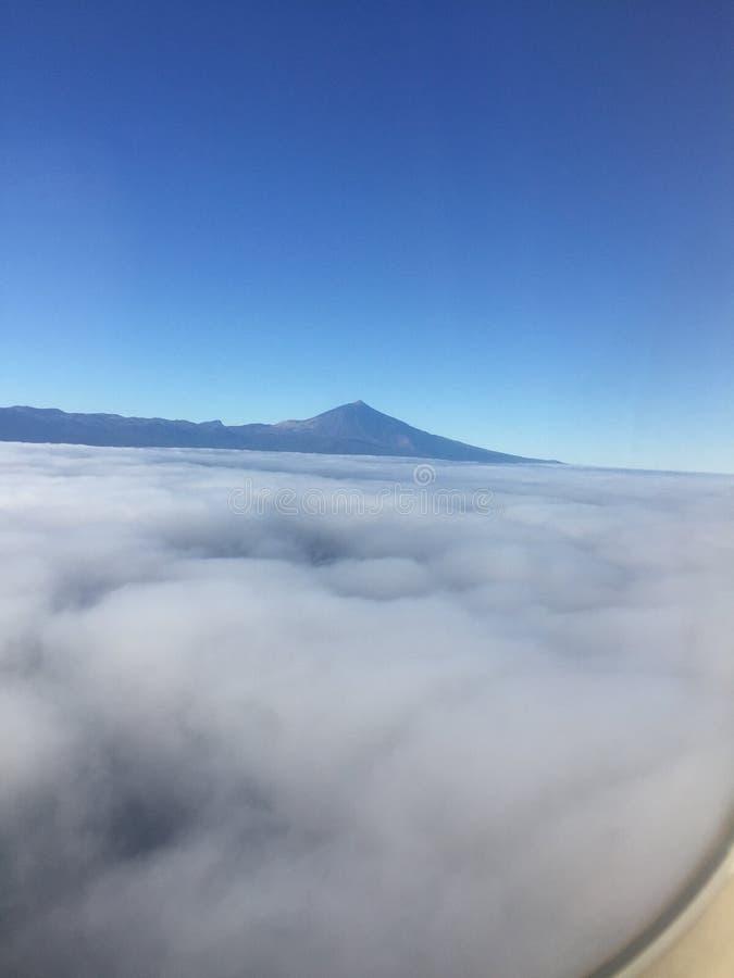 Montaña sobre las nubes, soooo hermoso imagen de archivo