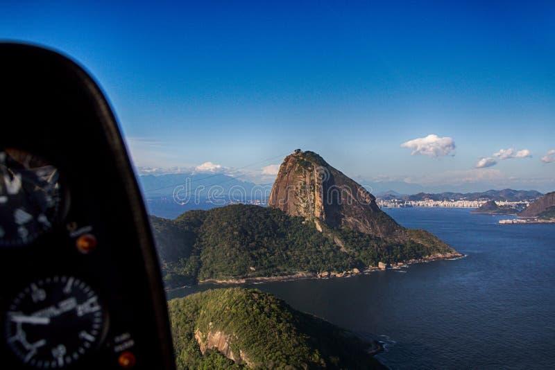 Montaña Sugar Loaf en la opinión aérea del helicóptero fotografía de archivo libre de regalías