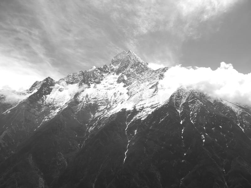 Montaña superior en Nepal foto de archivo libre de regalías
