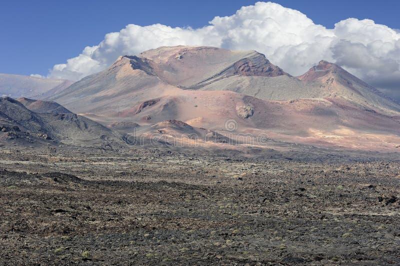 Montañas volcánicas en el parque nacional de Timanfaya, isla de Lanzarote, imagen de archivo