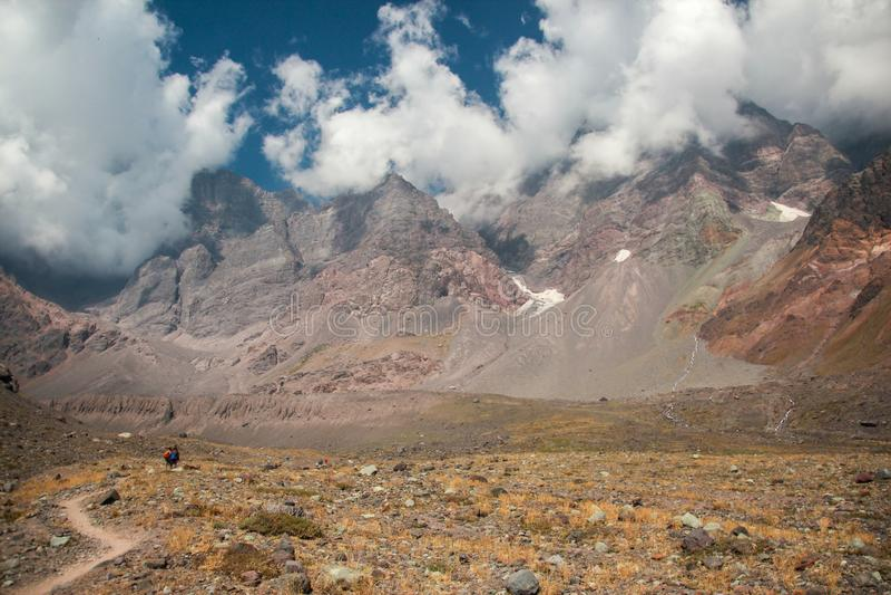 Montaña y nubes Combinación perfecta fotografía de archivo