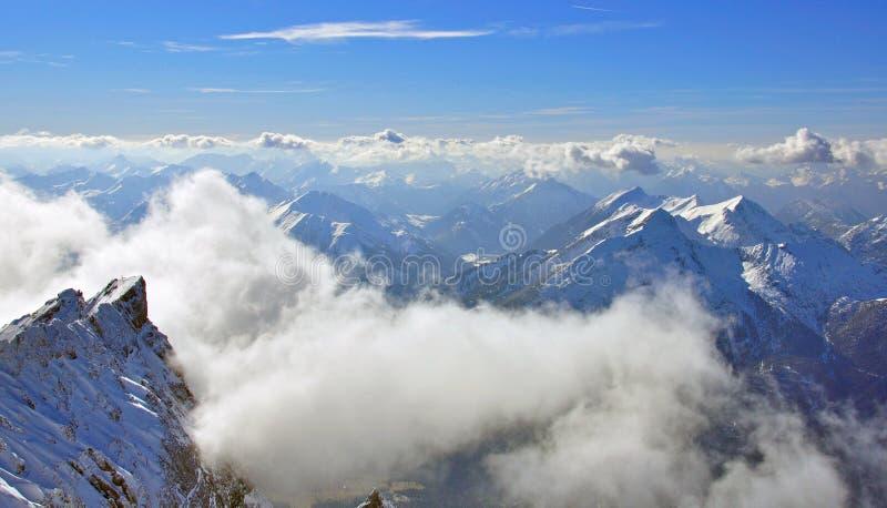 Montaña Y Nubes De Zugspitze Imagen de archivo libre de regalías