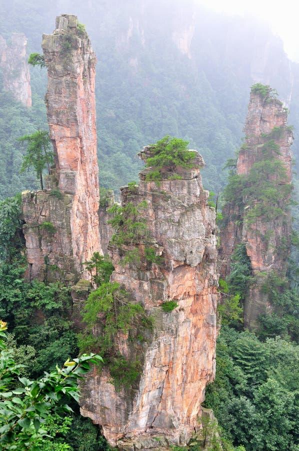 Montaña y rocas imagenes de archivo