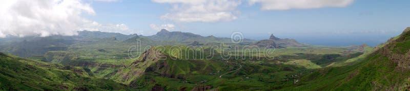 Montaña y valle fotografía de archivo libre de regalías