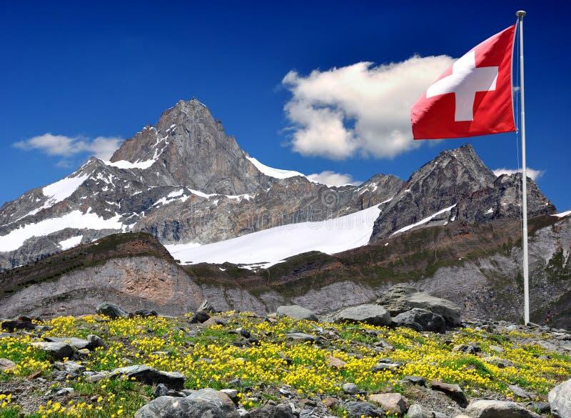 Montaña Zinalrothorn - montan@as suizas foto de archivo