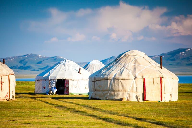 Montañas agradables en el país de Kirguistán imágenes de archivo libres de regalías